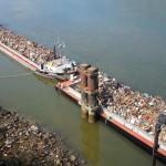 Transport fluvial de ferrailles sur la Seine pour recyclage