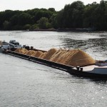 Transporteur fluvial de céréales à Rouen et sur la Seine