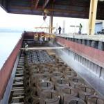 Transporteur fluvial de fils machine par barge